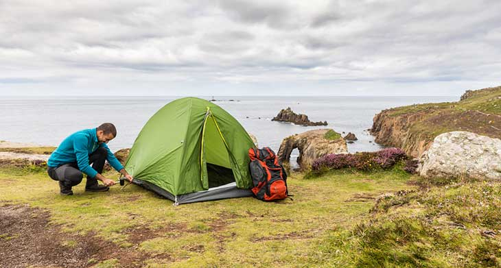 Man set up a tent on top of cliffs